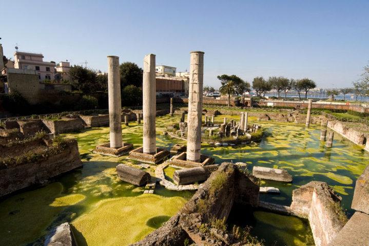 Le antiche rovine di Pozzuoli