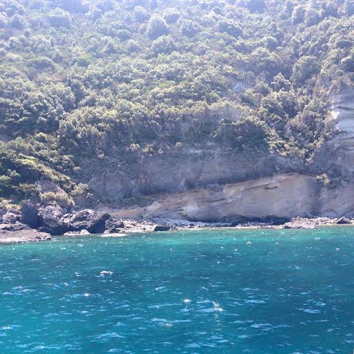 Ischia escursioni in barca giro dell'isola pranzo e bagno 1