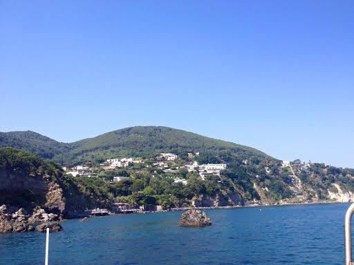Ischia escursioni in barca giro dell'isola pranzo e bagno 4