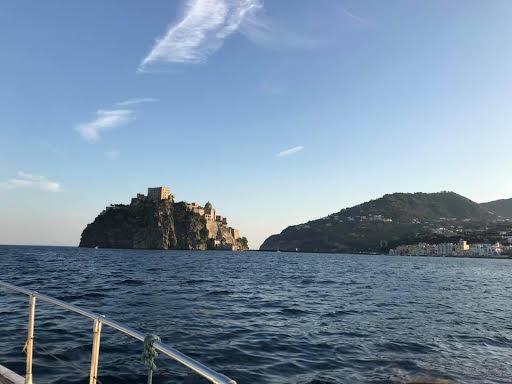 Ischia escursioni in barca giro dell'isola pranzo e bagno 8